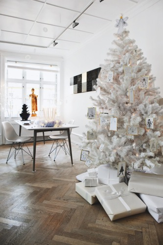 An artist's Christmas home - on Coco Lapine blog