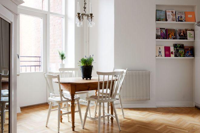 Herringbone floor apartment - via Coco Lapine
