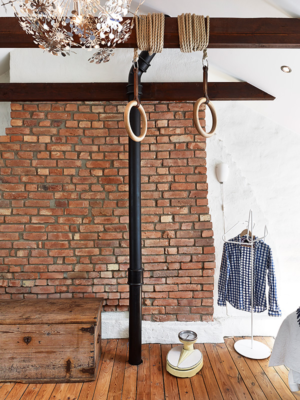 Attic apartment with a vintage kitchen - via Coco Lapine