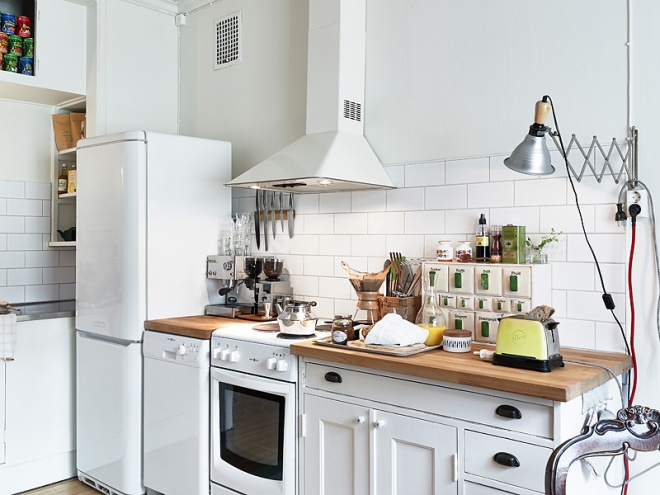 Attic apartment with a vintage kitchen - via Coco Lapine