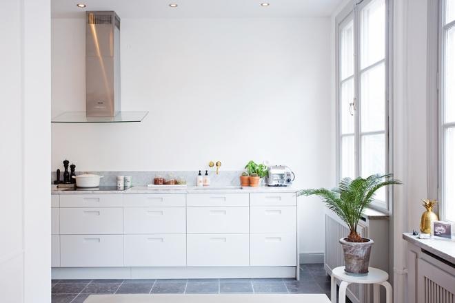 Design Vuilbak Keuken : Light and classy - via Coco Lapine