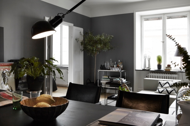 Black and absolutely gorgeous - via Coco Lapine