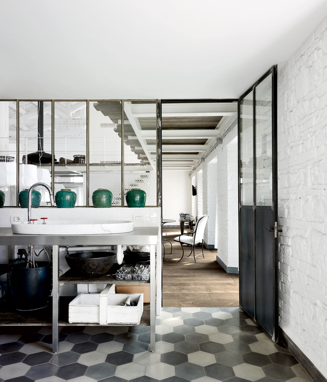 Old tabacco factory turned into an industrial loft - via Coco Lapine