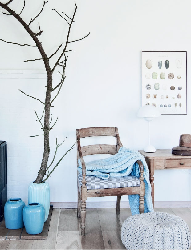Summer Cottage with blues - via Coco Lapine
