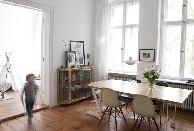 Scandinavian vintage apartment in Berlin - via Coco Lapine