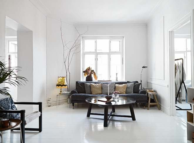 Bare Walls and pure white - via Coco Lapine