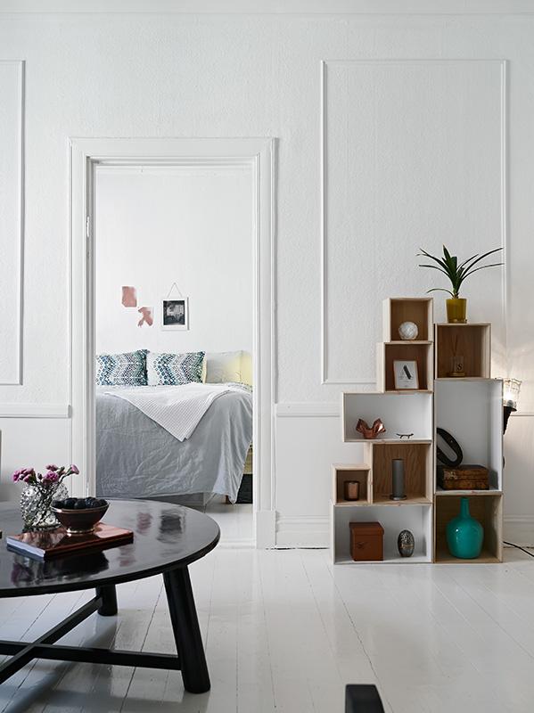 Bare Walls and pure white - via Coco Lapine